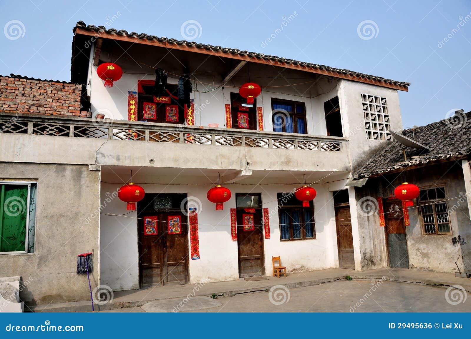 Pengzhou china boerderij met de decoratie van het nieuwjaar redactionele foto beeld 29495636 - Decoratie van de villas ...