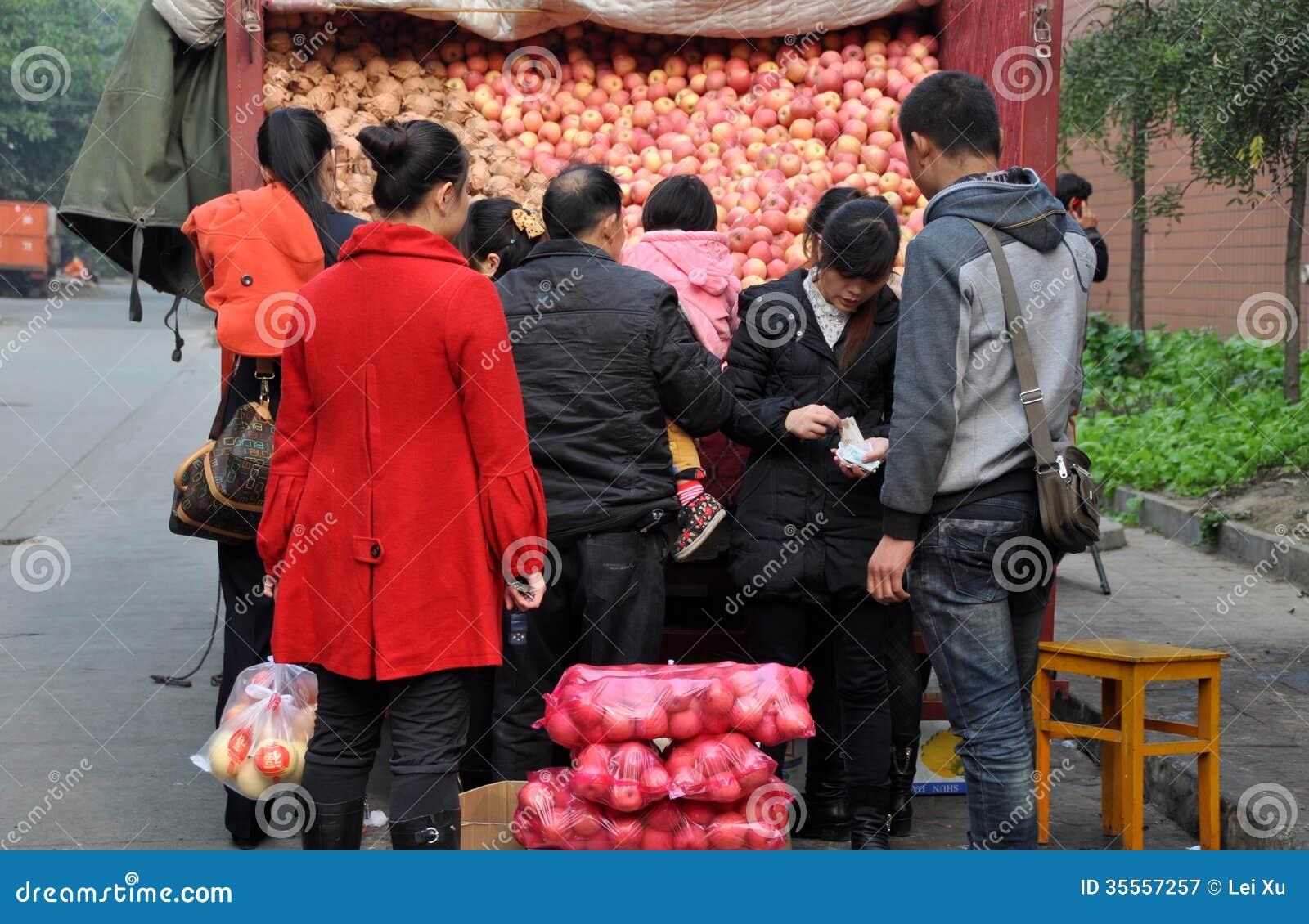 Pengzhou, China: People Buying Apples
