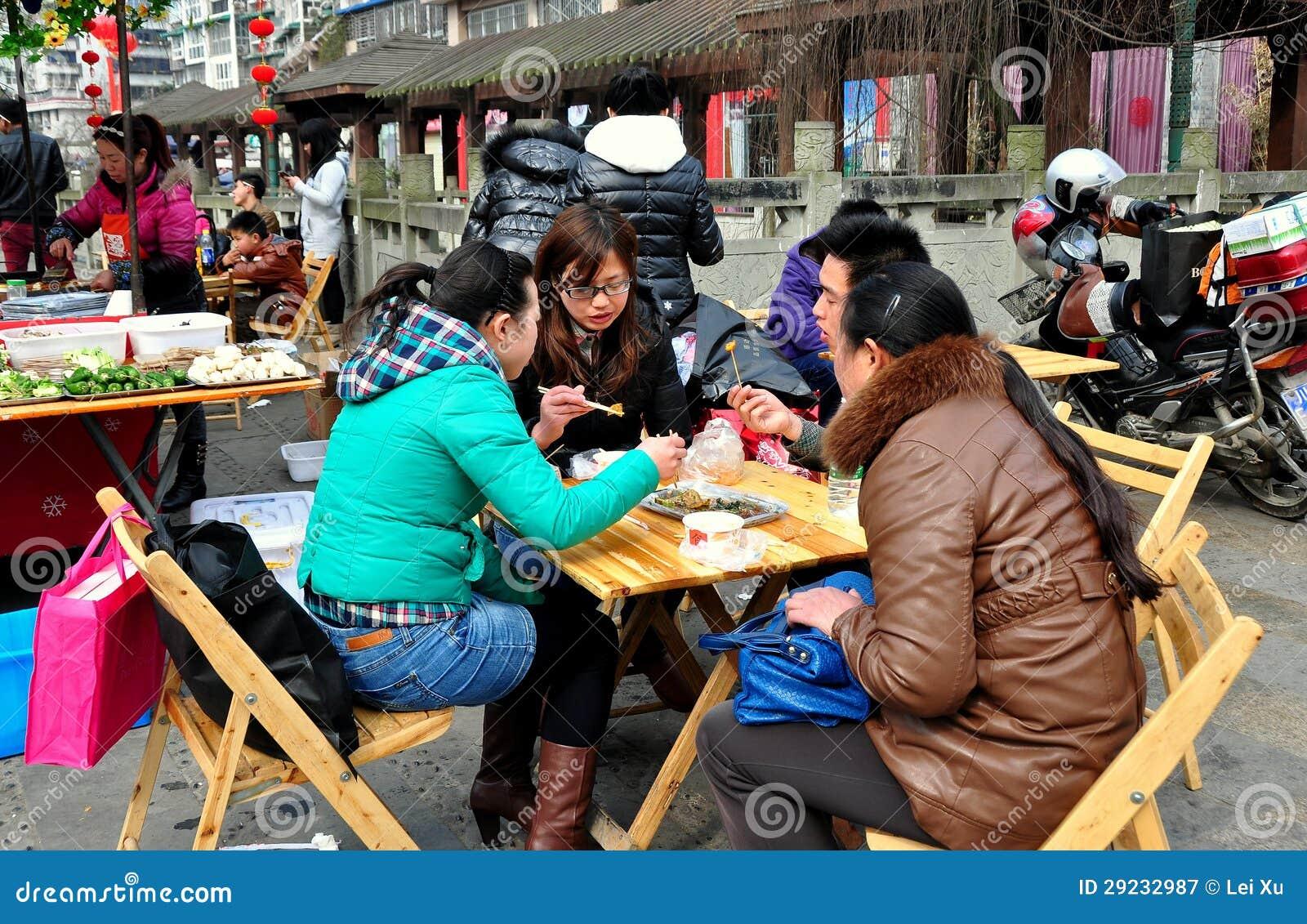 Download Pengzhou China: Povos Que Comem O Almoço Fotografia Editorial - Imagem de chinês, lunch: 29232987