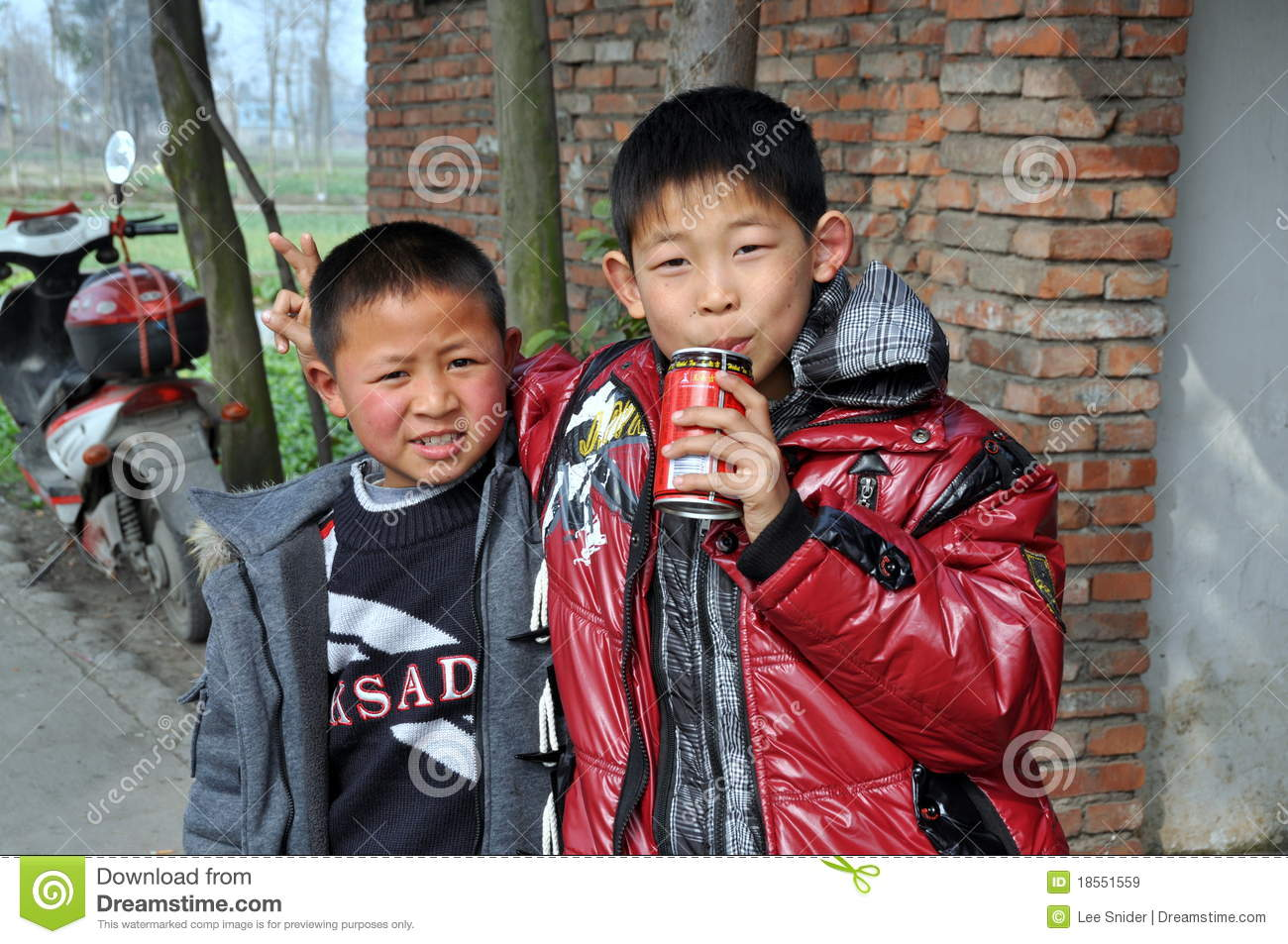 Bois En Chaene - Pengzhou China Two Little Boys Editorial Stock Image Image [mjhdah]http://c8.alamy.com/comp/F6406A/jiu-chi-town-china-three-young-chinese-boys-in-their-bathing-suits-F6406A.jpg