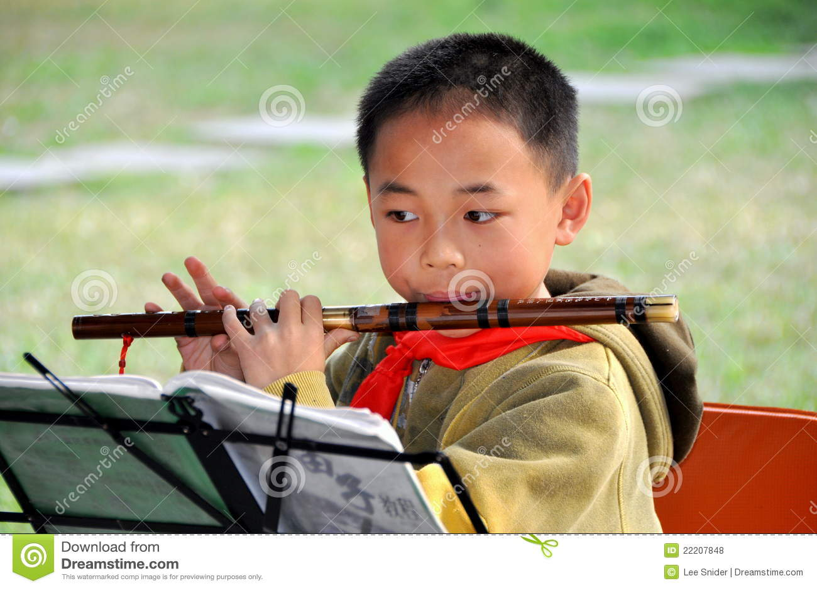 Pengzhou, Cina: Allievo di musica con la scanalatura