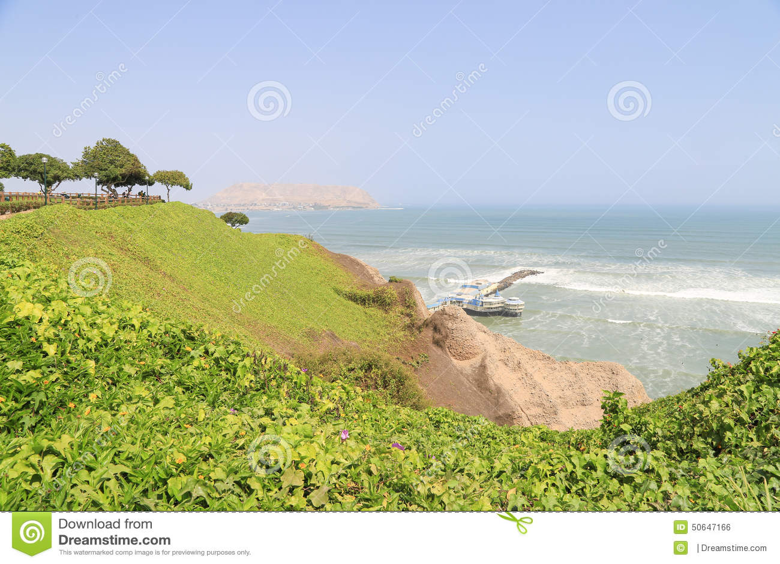 Penhasco no distrito de Miraflores em Lima Peru perto do Oceano Pacífico
