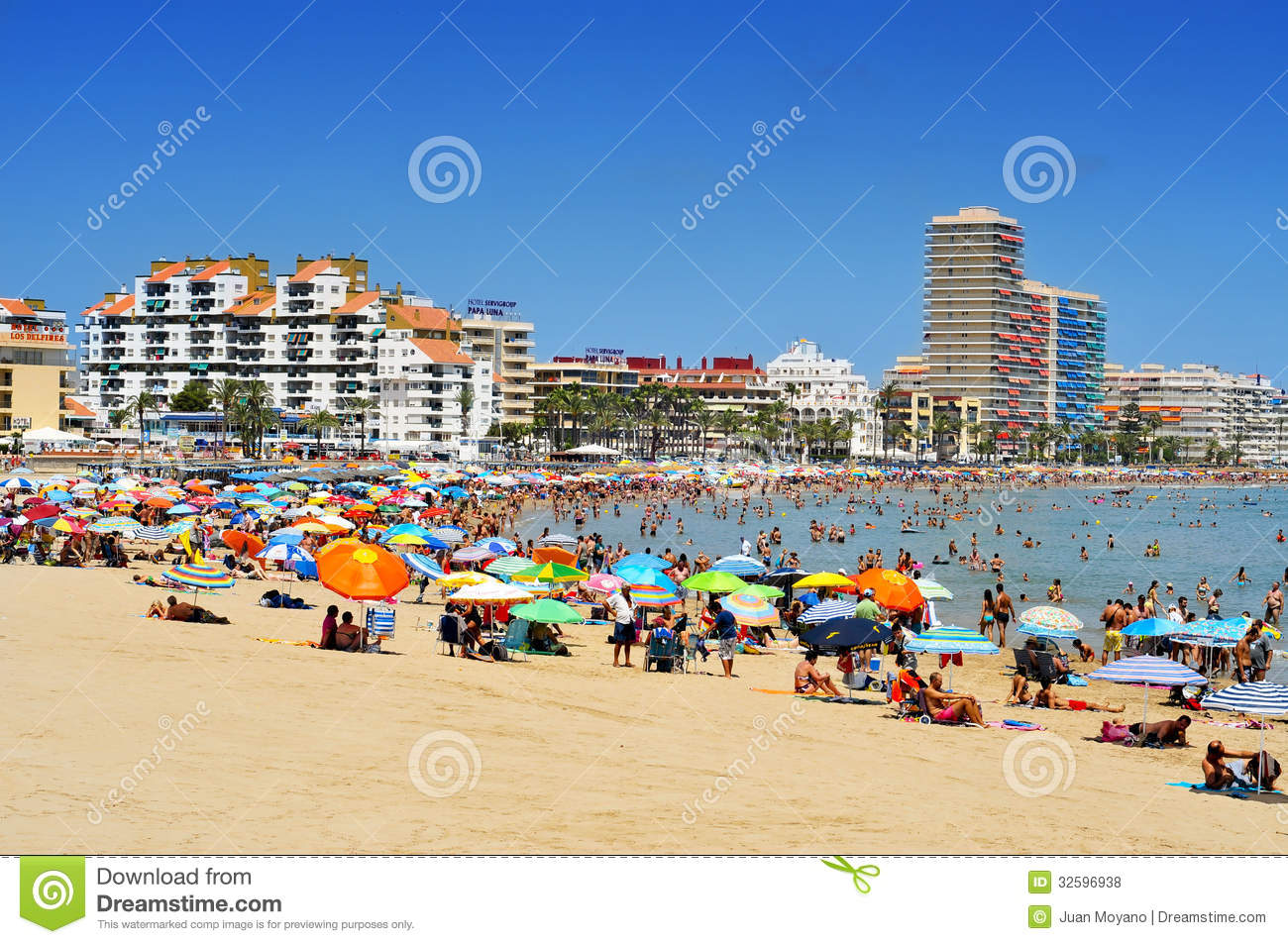 Peniscola Spain  city photo : PENISCOLA, SPAIN JULY, 26: Bathers in North Beach on July 26, 2013 ...