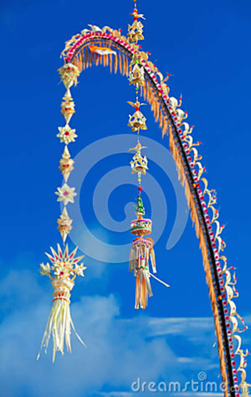 Penjor traditionnel de Bali - décoration pendant des vacances de Galungan