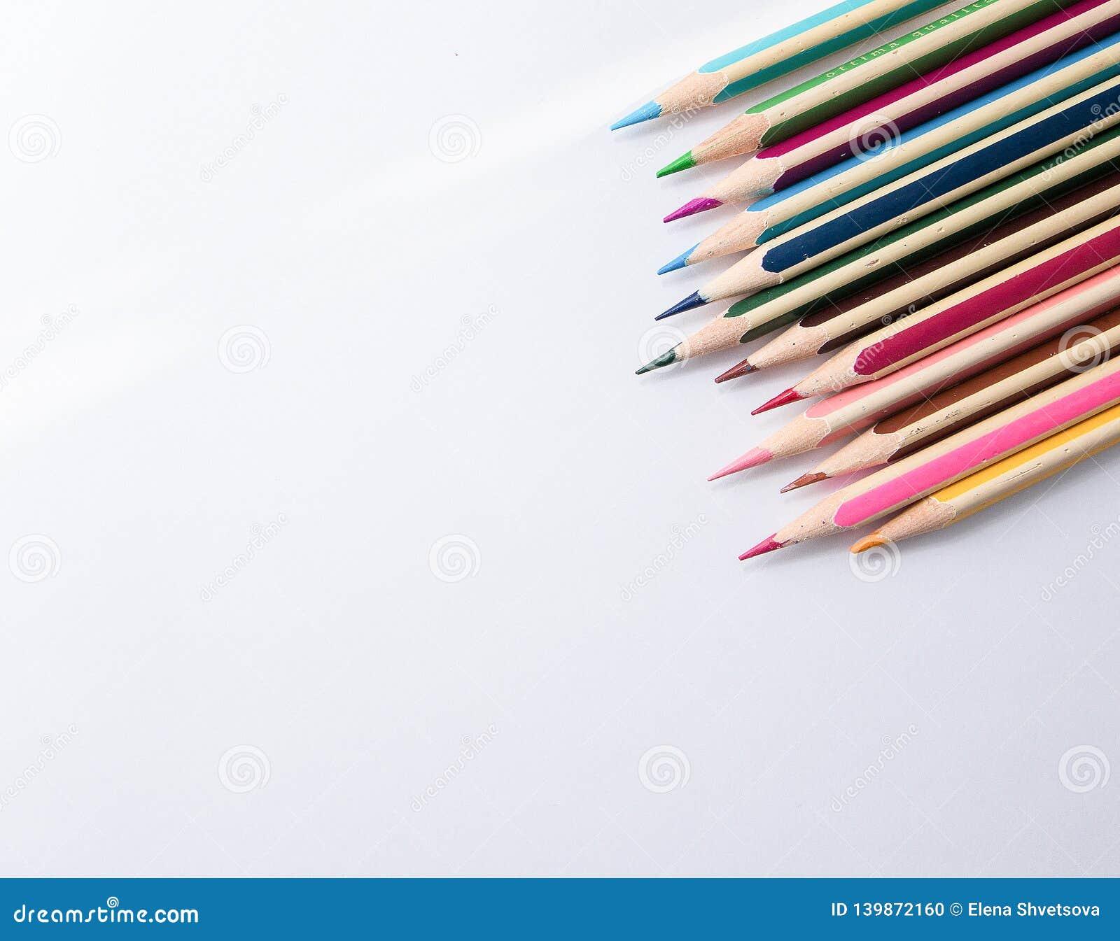 Penna colorata su priorità bassa bianca