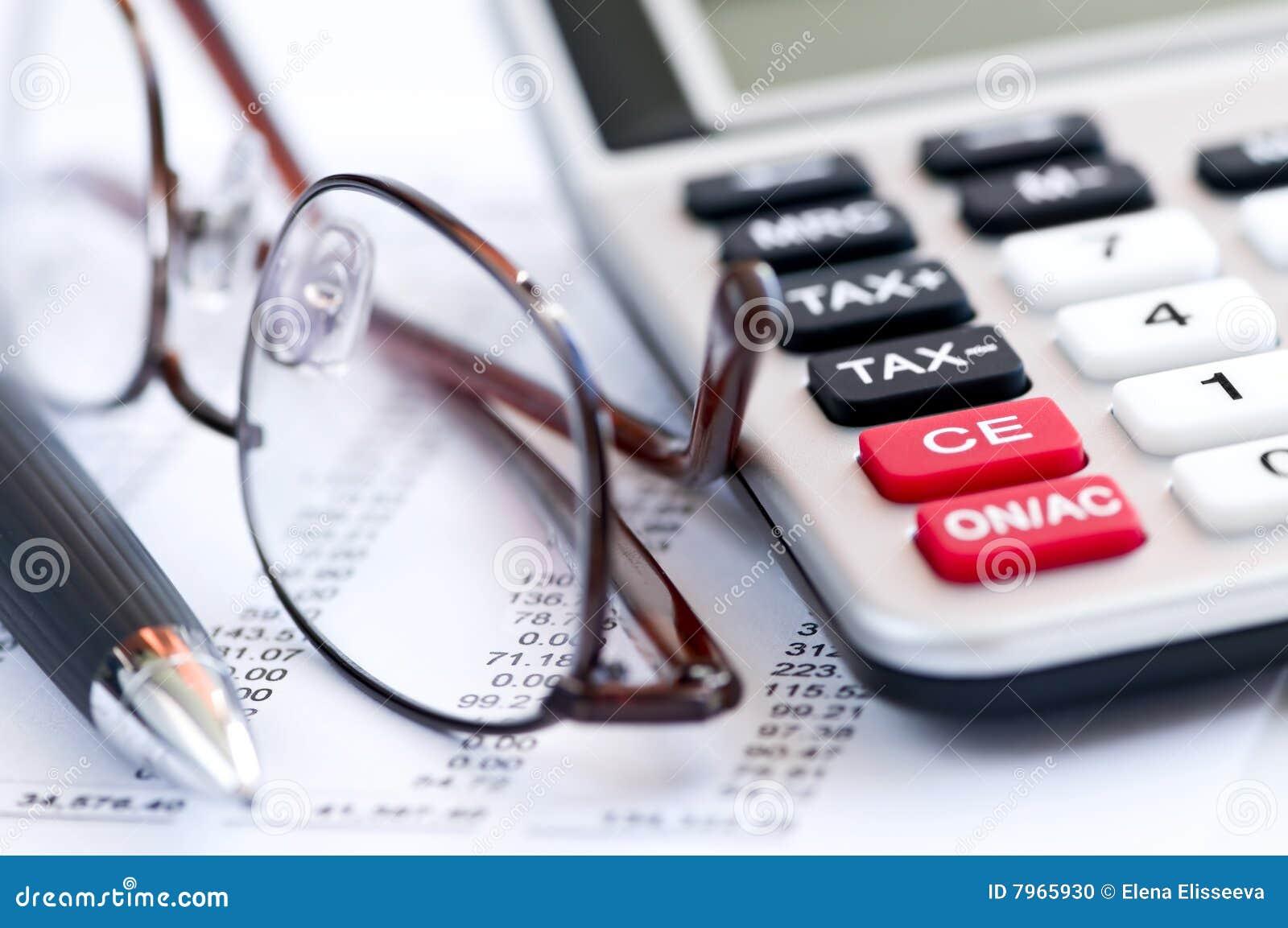 Penna e vetri del calcolatore di imposta