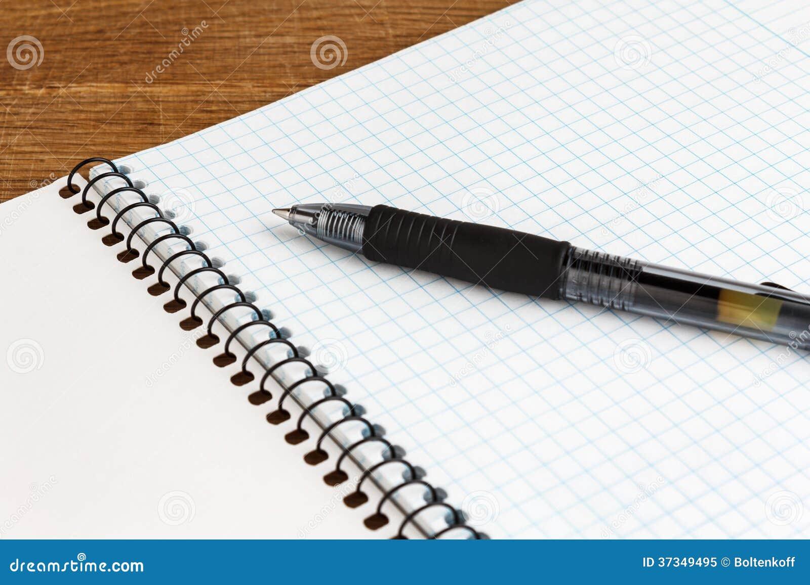Penna och spiralanteckningsbok
