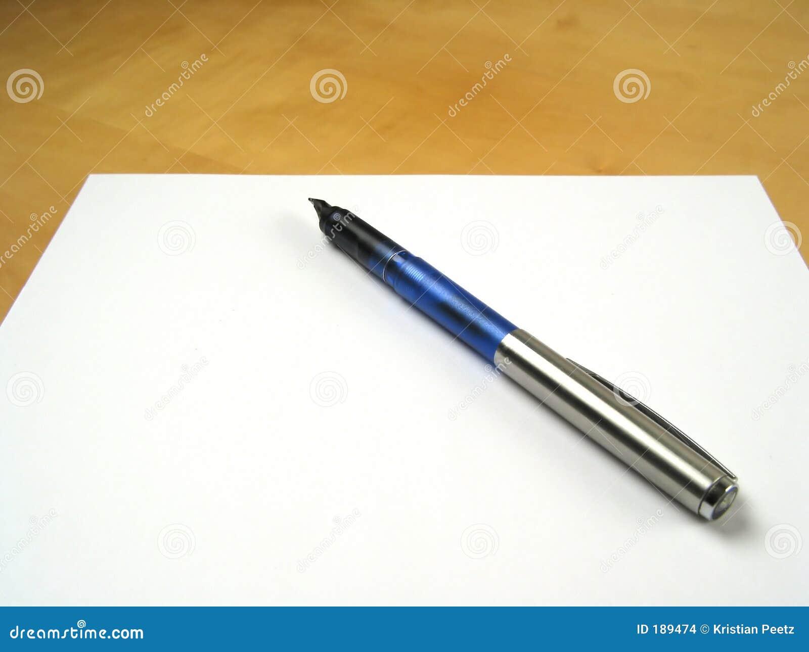Penna su documento in bianco