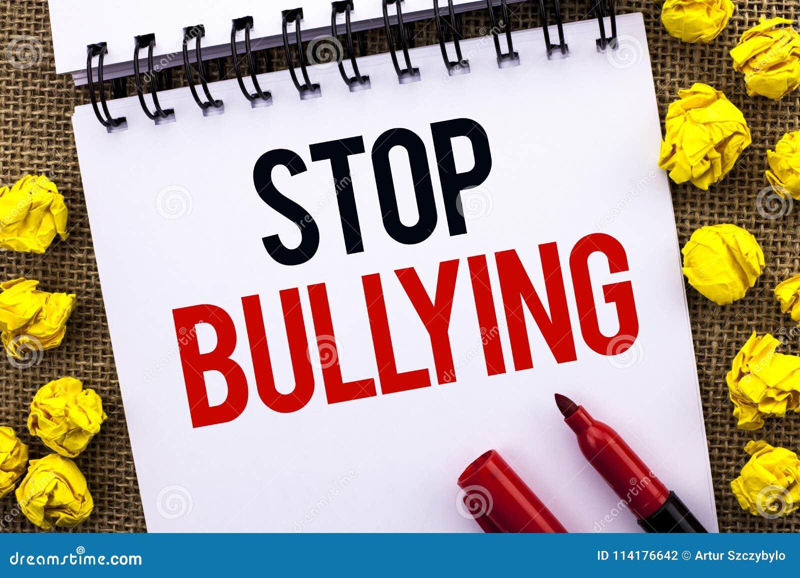 Pennalism för handskrifttextstopp Begreppsbetydelsen fortsätter inte att skrämma för anfall för missbrukmobbningagression som är
