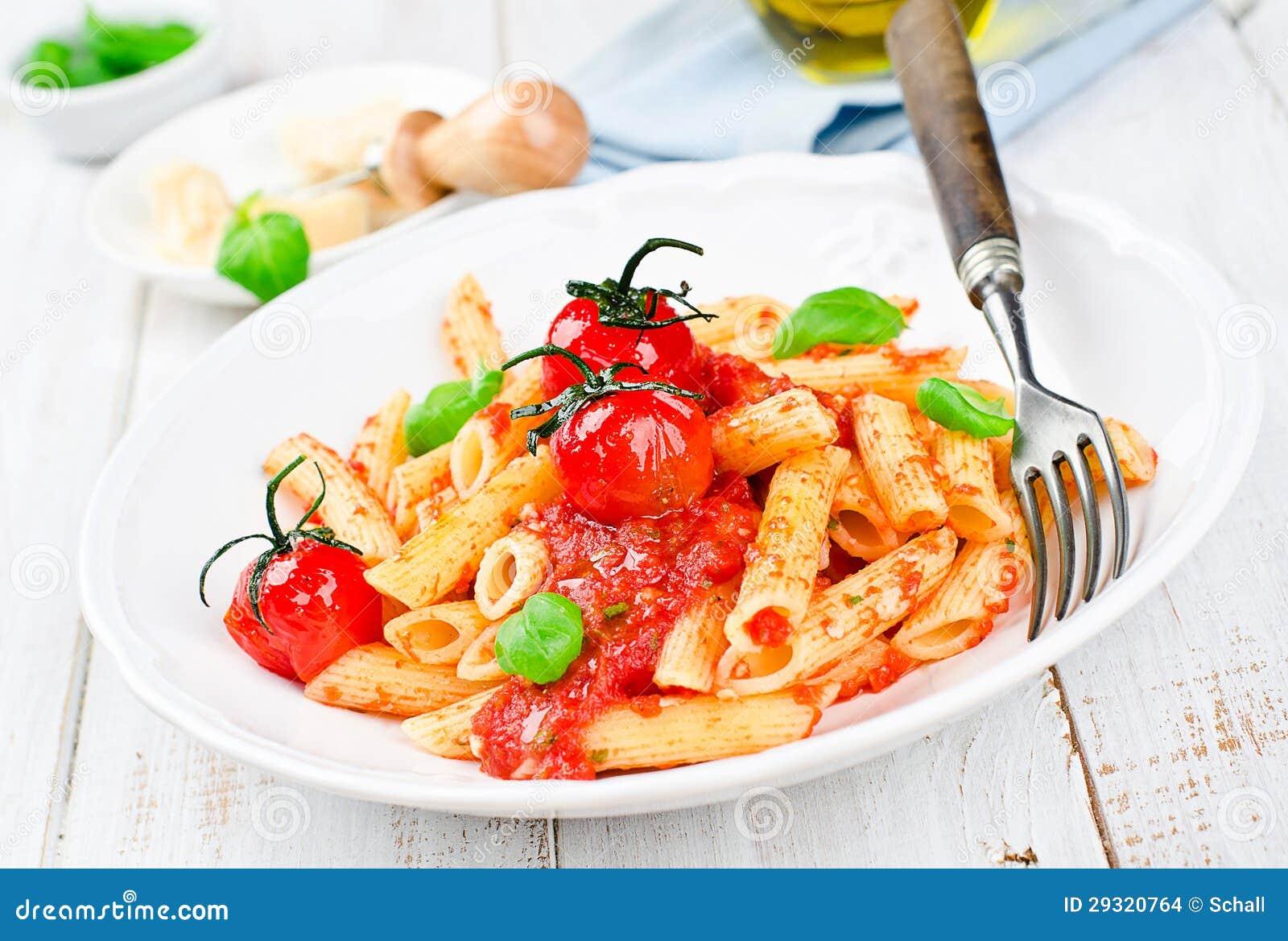 Penne z pomidorowym kumberlandem