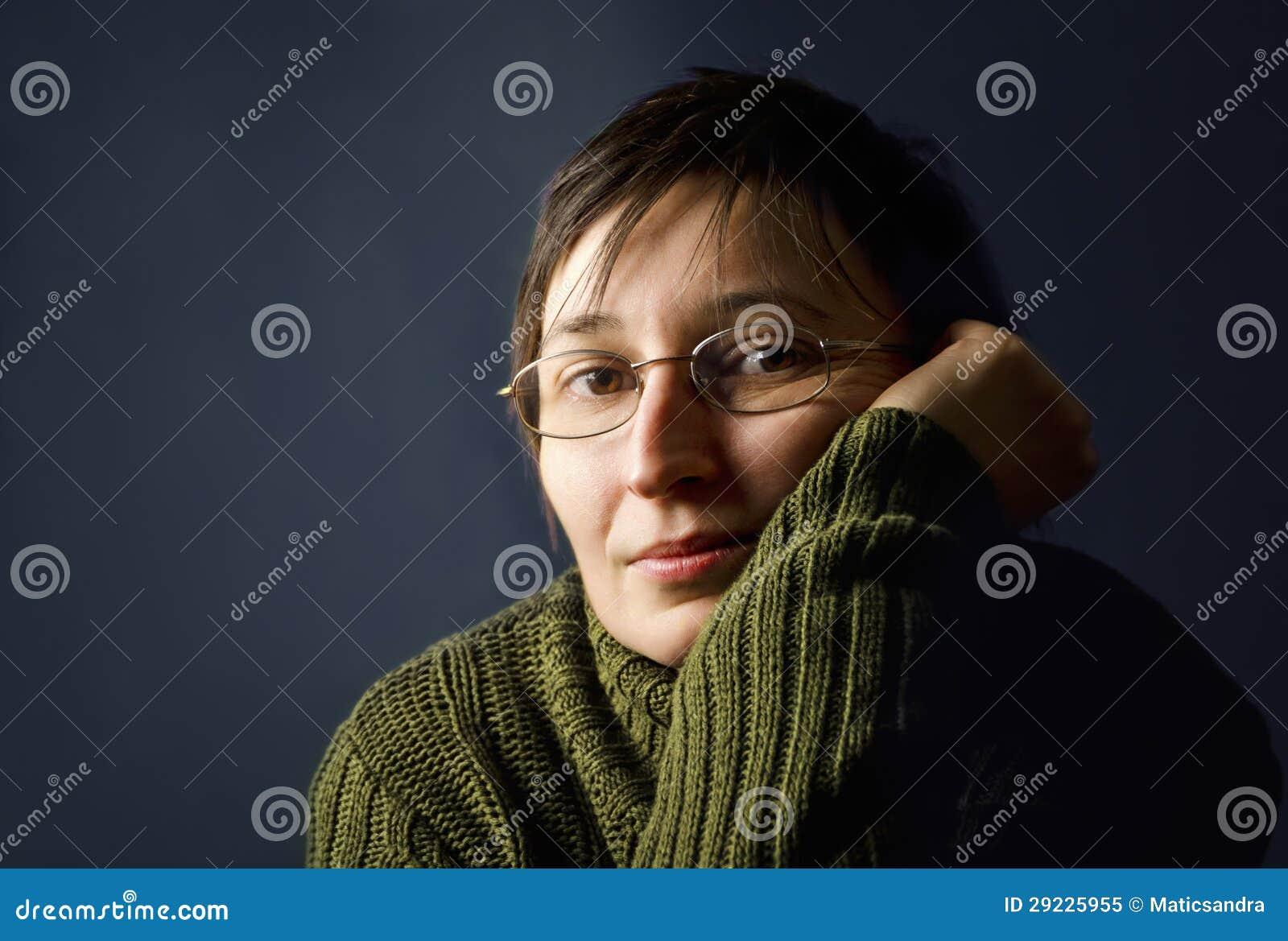 Download Pensamento Novo Da Mulher Adulta. Imagem de Stock - Imagem de dedo, eyeglasses: 29225955