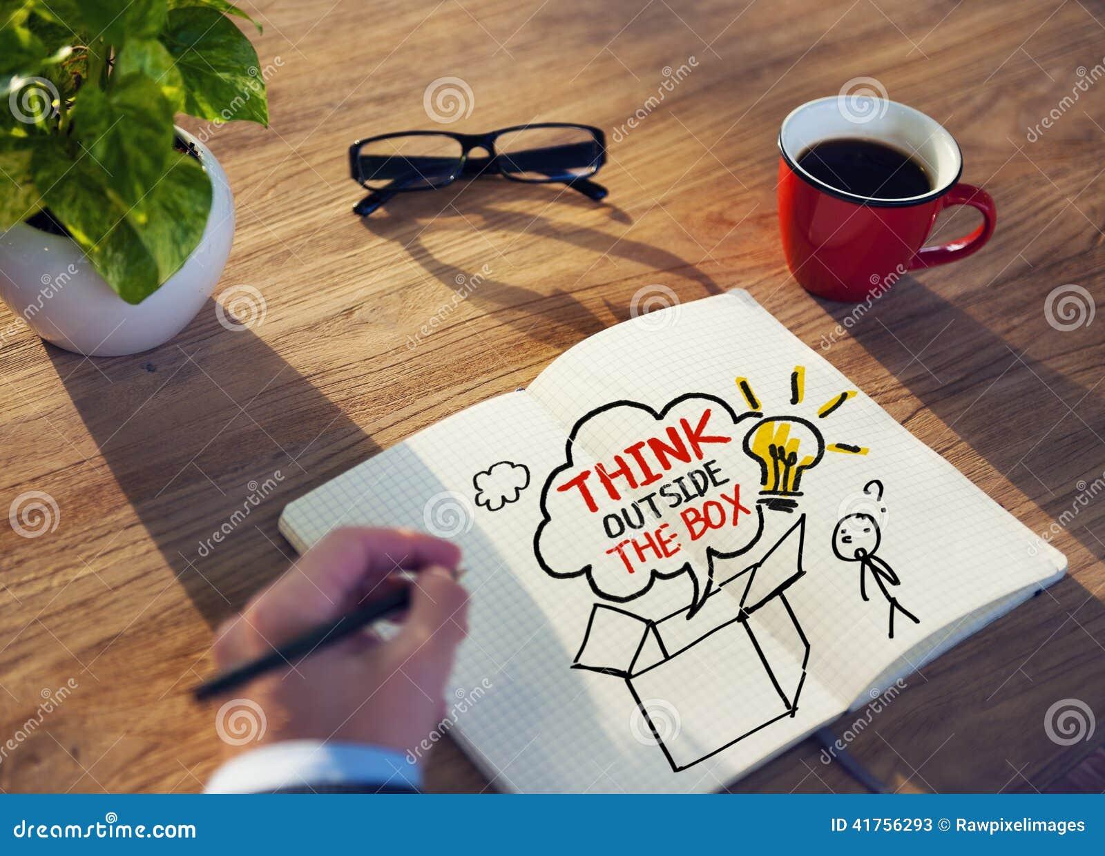 Pensamiento de Brainstorming About Creative del hombre de negocios