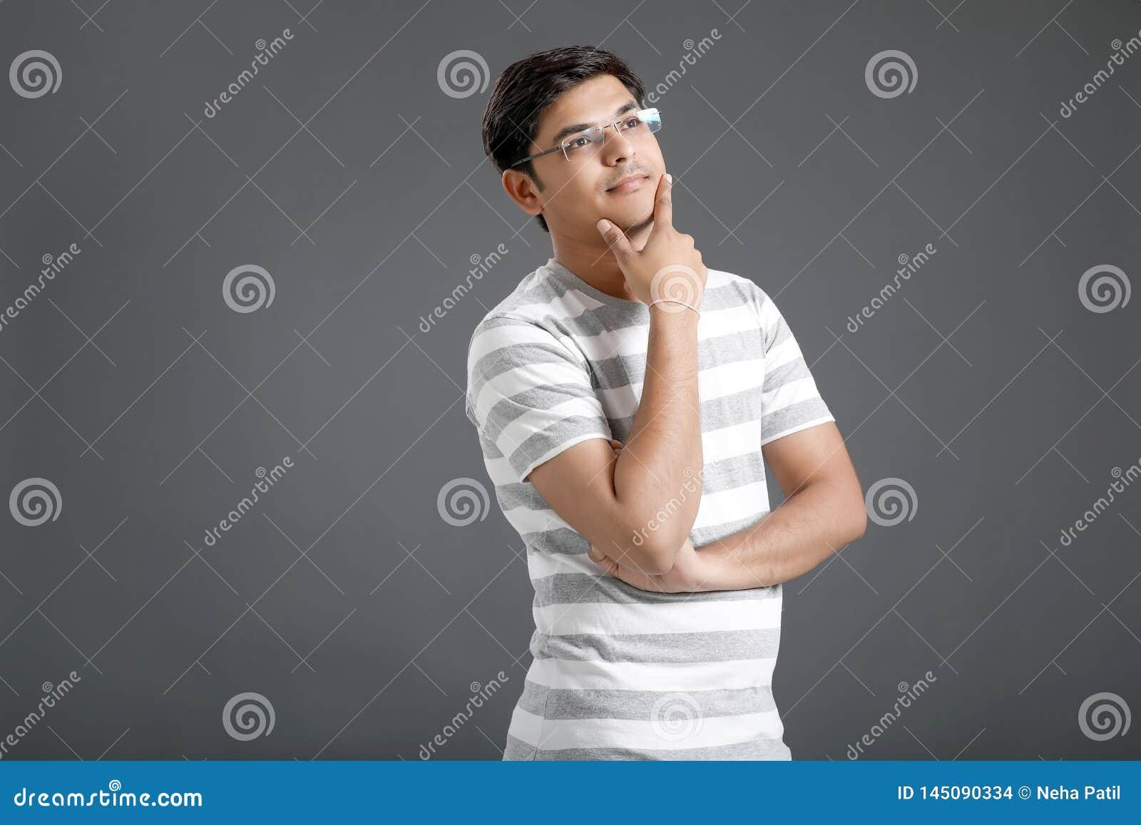 Pensamiento indio joven del hombre