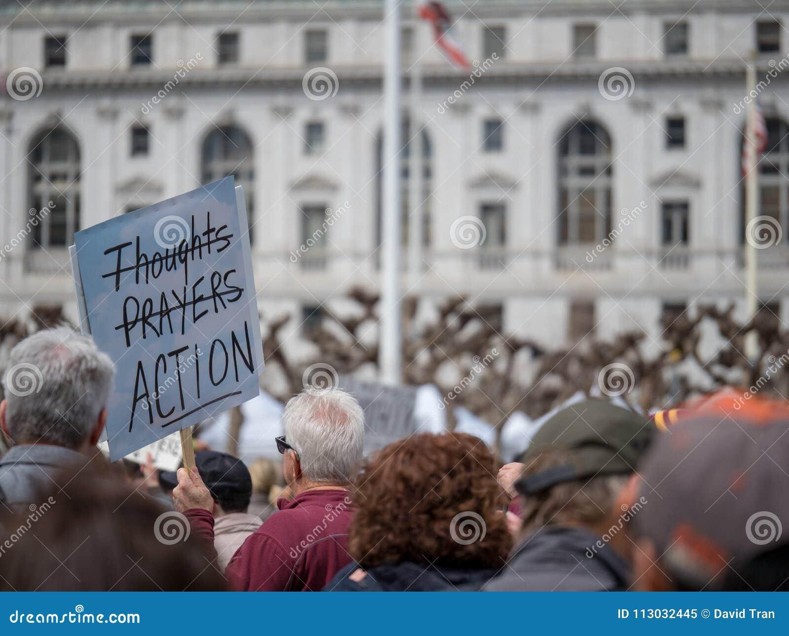 Pensamientos y bandera del strikethrough de los rezos en marzo por nuestras vidas