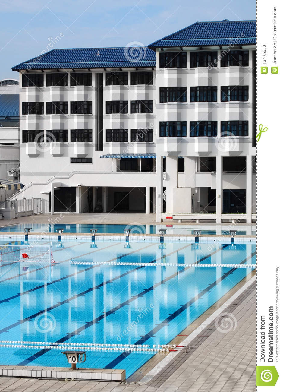Pension d 39 cole avec la piscine photo stock image 13475650 for Piscine xs prix