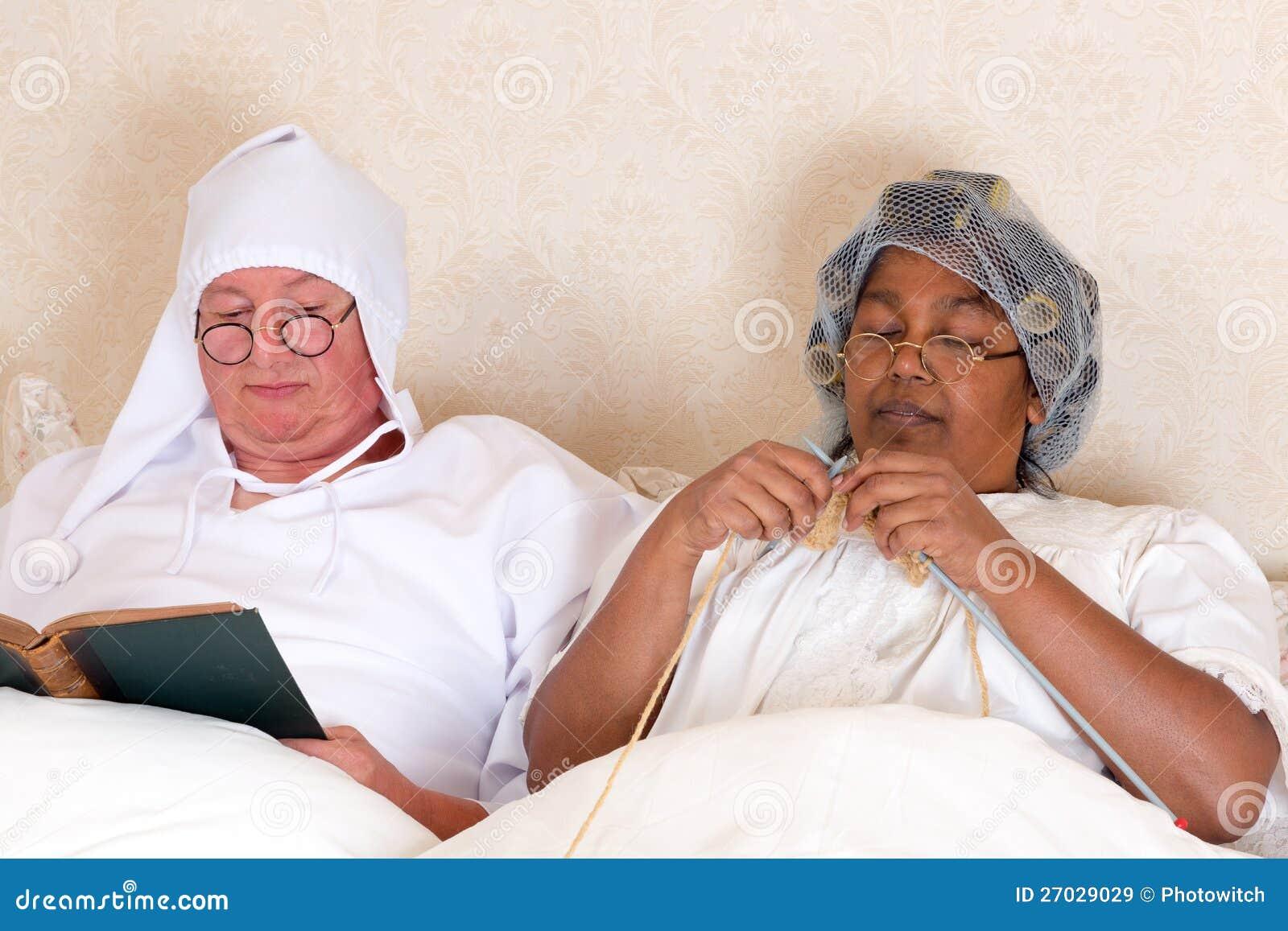 Pensionerade par i underlag