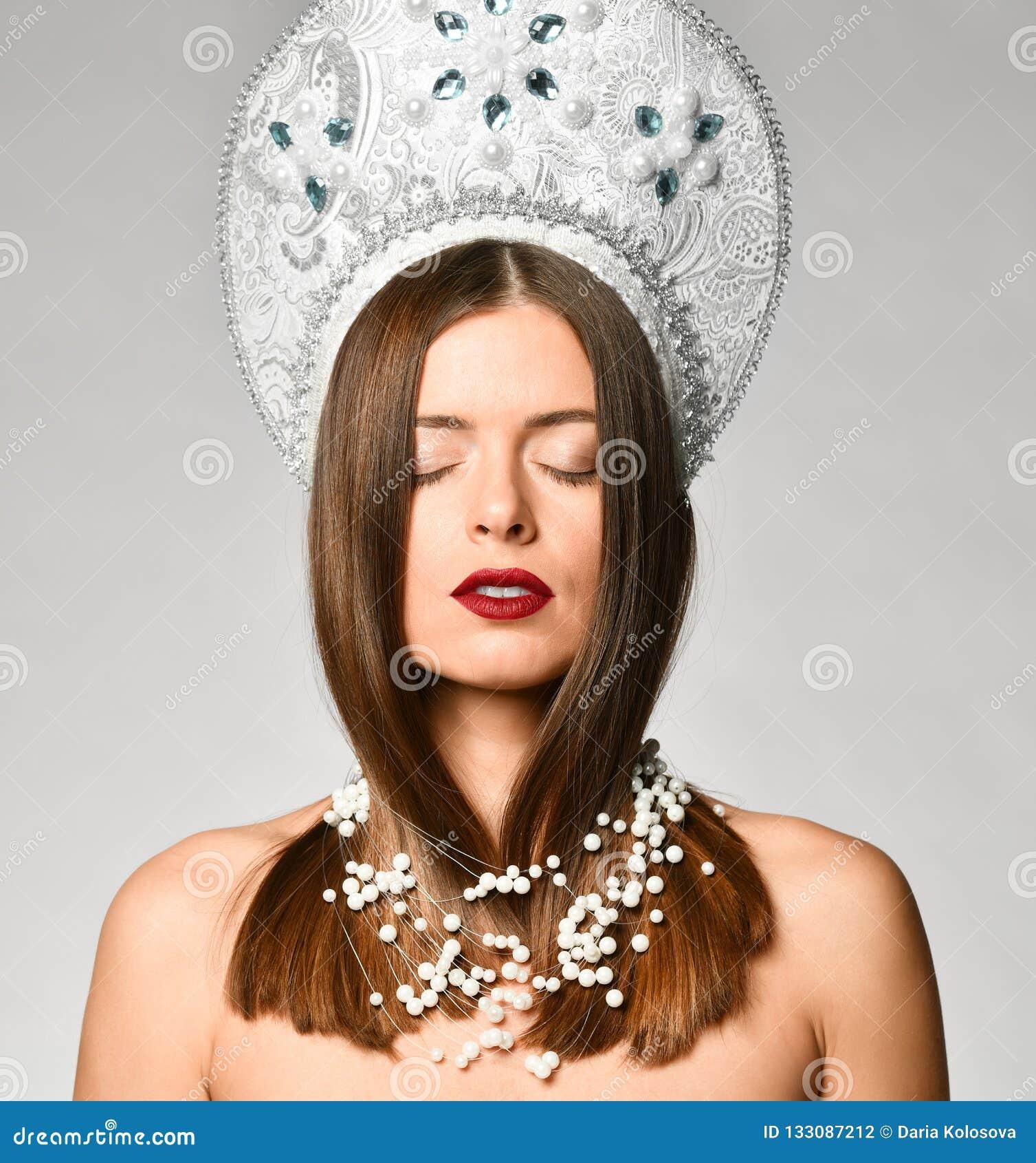 https://thumbs.dreamstime.com/z/pensive-beautiful-russian-woman-kokoshnik-cap-her-eyes-closed-against-white-background-dreams-russian-beauty-pensive-133087212.jpg