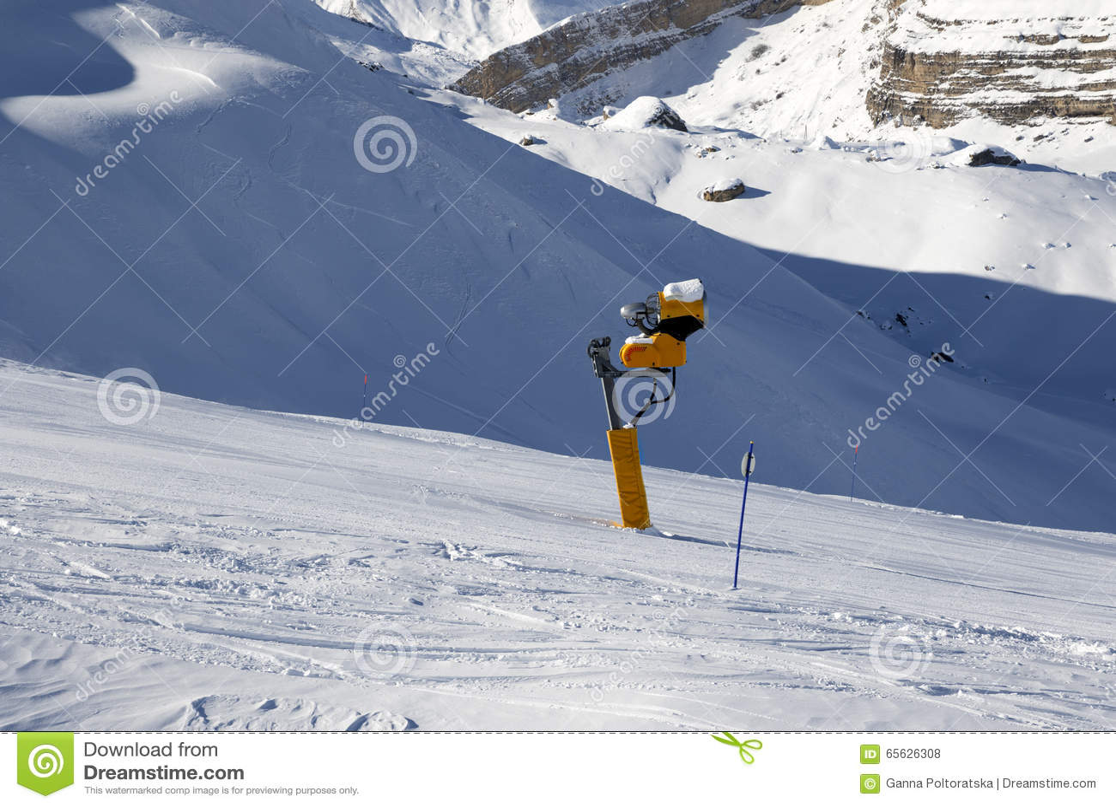 Pente de ski avec snowmaking