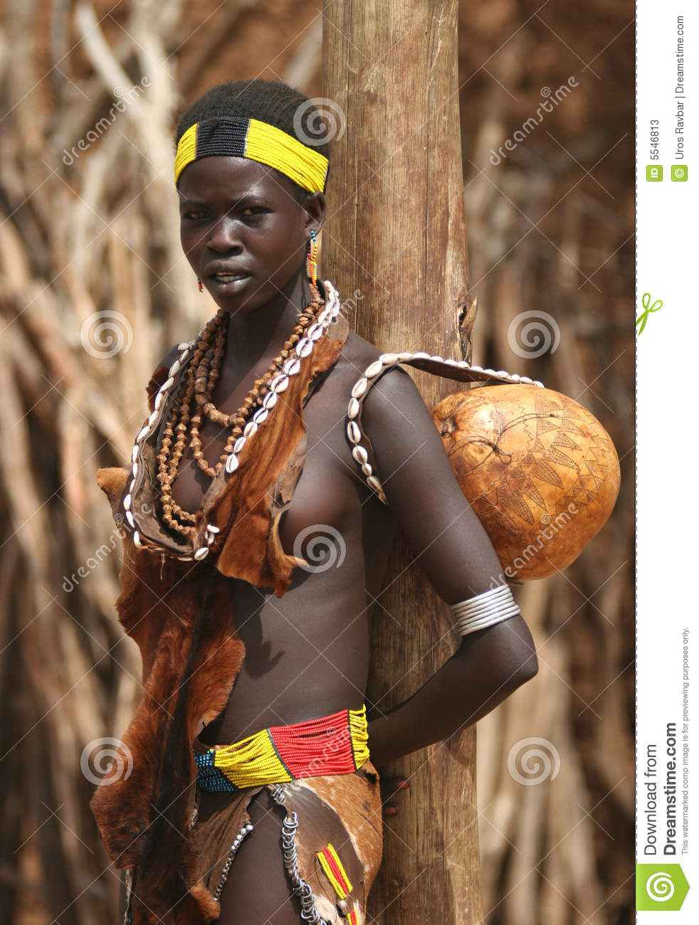 People of Africa, Young African girl looking at camera. Ethiopia ...