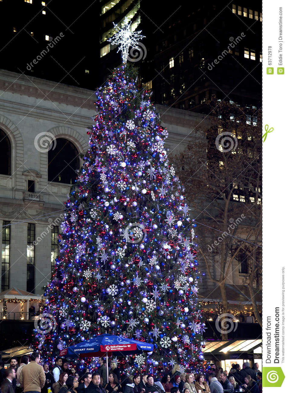 People In Bryant Park With Christmas Tree In Background Editorial ...
