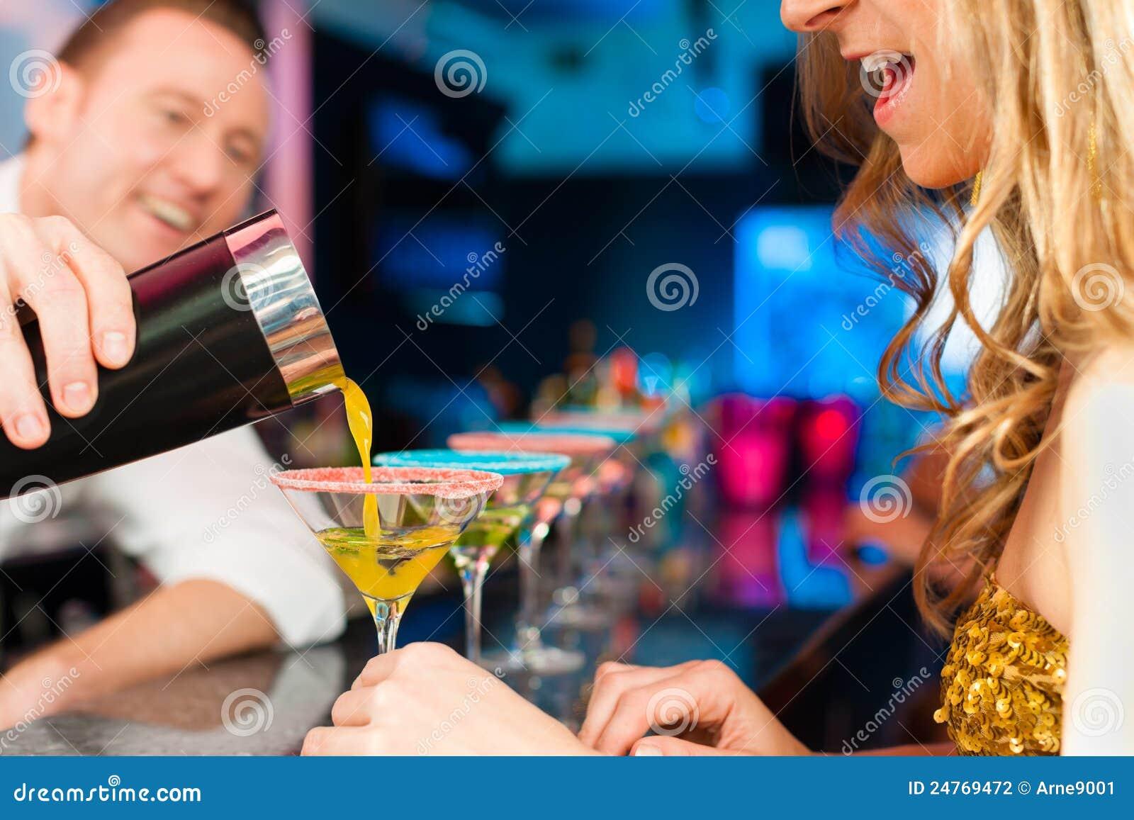 Снял телку в баре, Парень снял телку в баре и трахнул ее дома порно видео 24 фотография