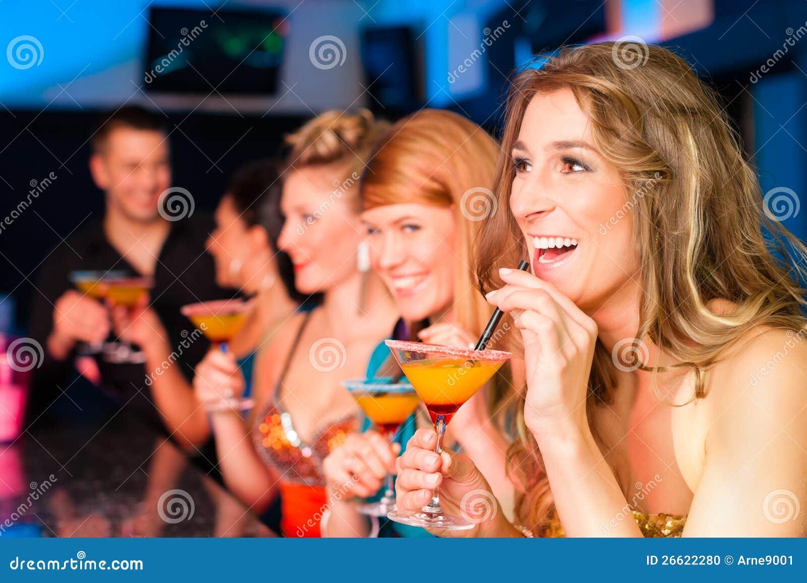 Снял в баре онлайн 11 фотография