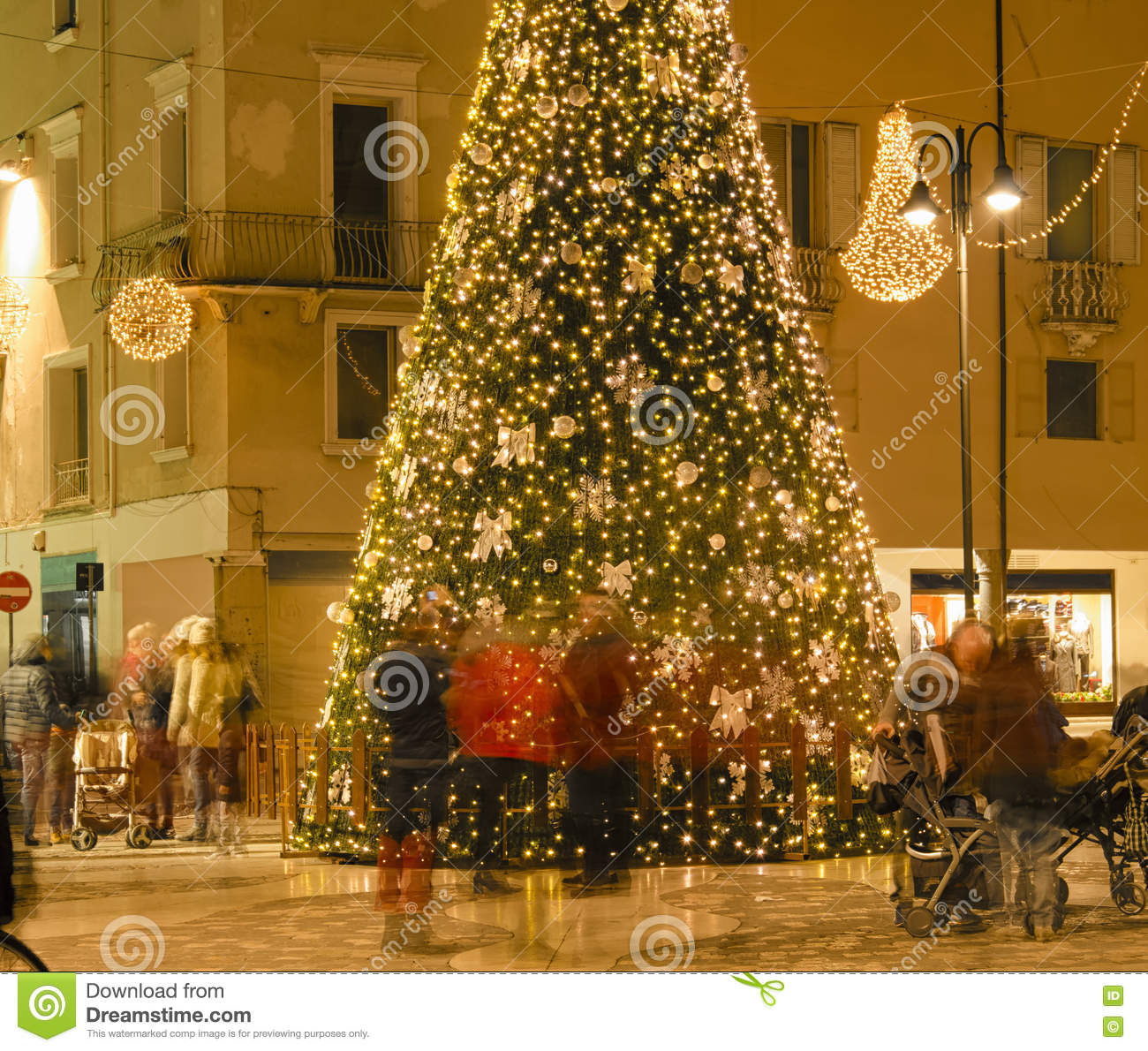 People Hunting For Gifts Before Christmas Stock Image - Image of ...