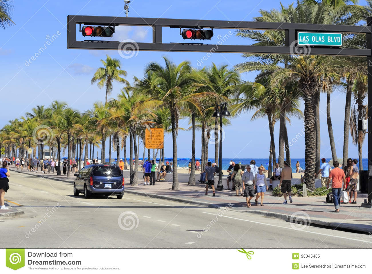 People On A1a At Las Olas Boulevard Editorial Image Image Of Olas Relaxing 36045465