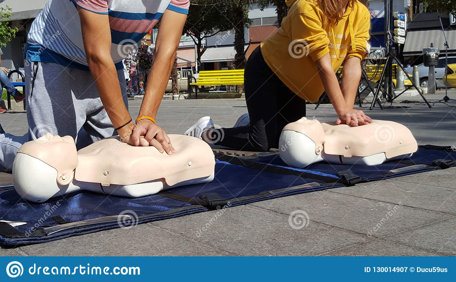 People learning how make first aid heart compressions