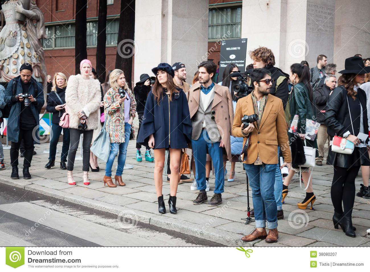 Editorial Photography: People outside the fashion shows buildings for ...
