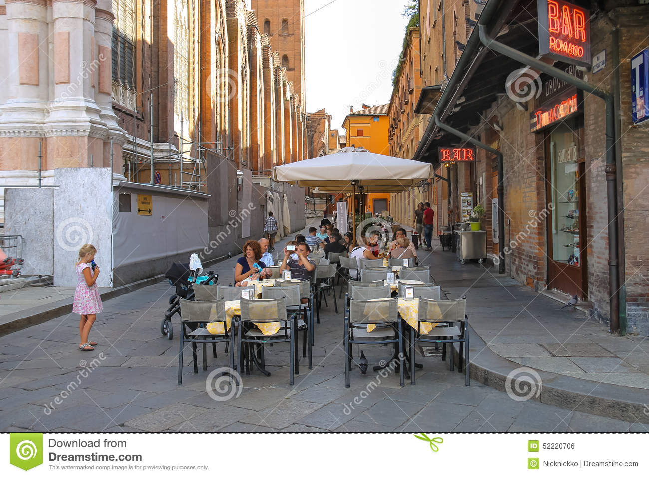 People relax behind little tables of the restaurant Zerocinquant