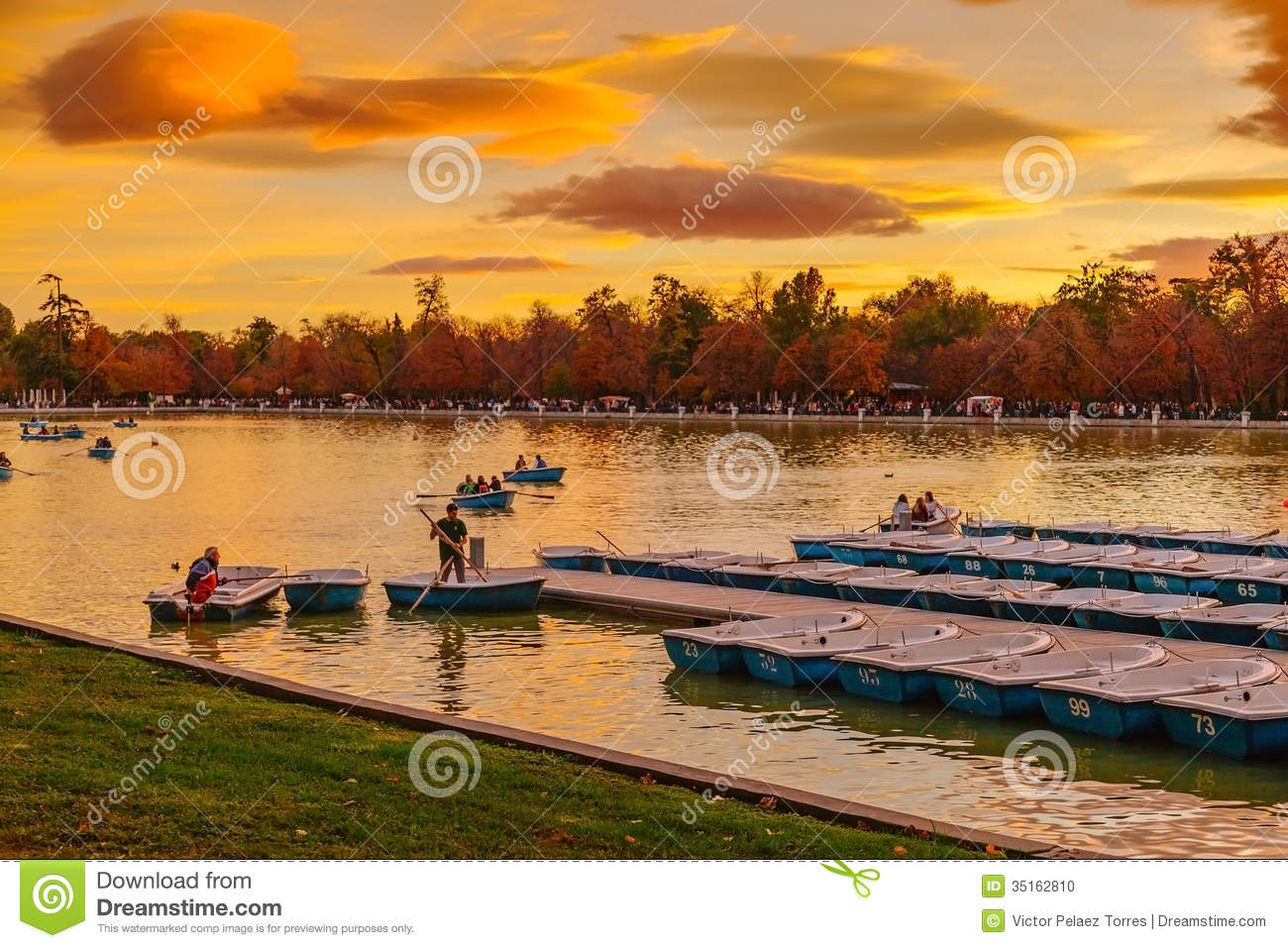 People Relaxing In Rowboats In The Scenic Pond Of Buen Retiro Pa Editorial Im...