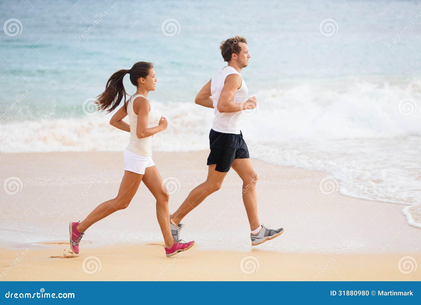 People running - runner couple on beach run
