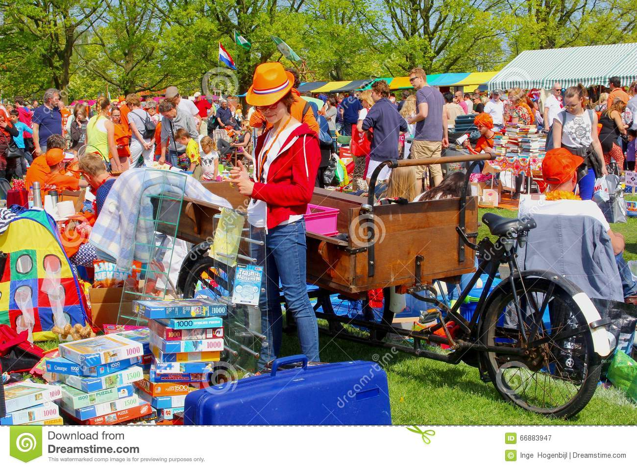 People Secondhand Flea Market Kingsday (Koningsdag ...