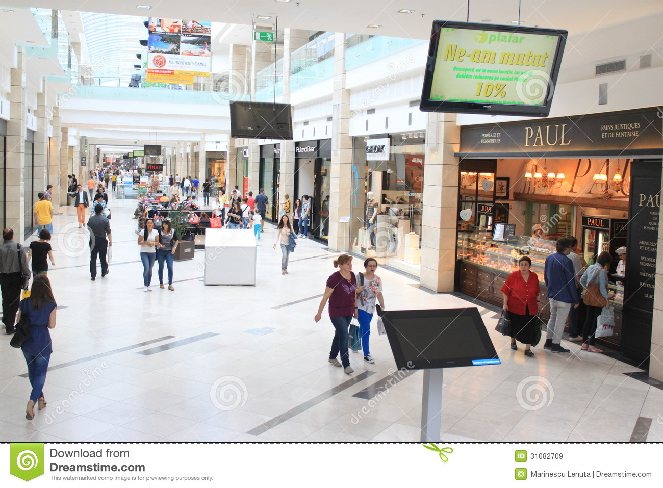 People In Shopping Mall Editorial Stock Image