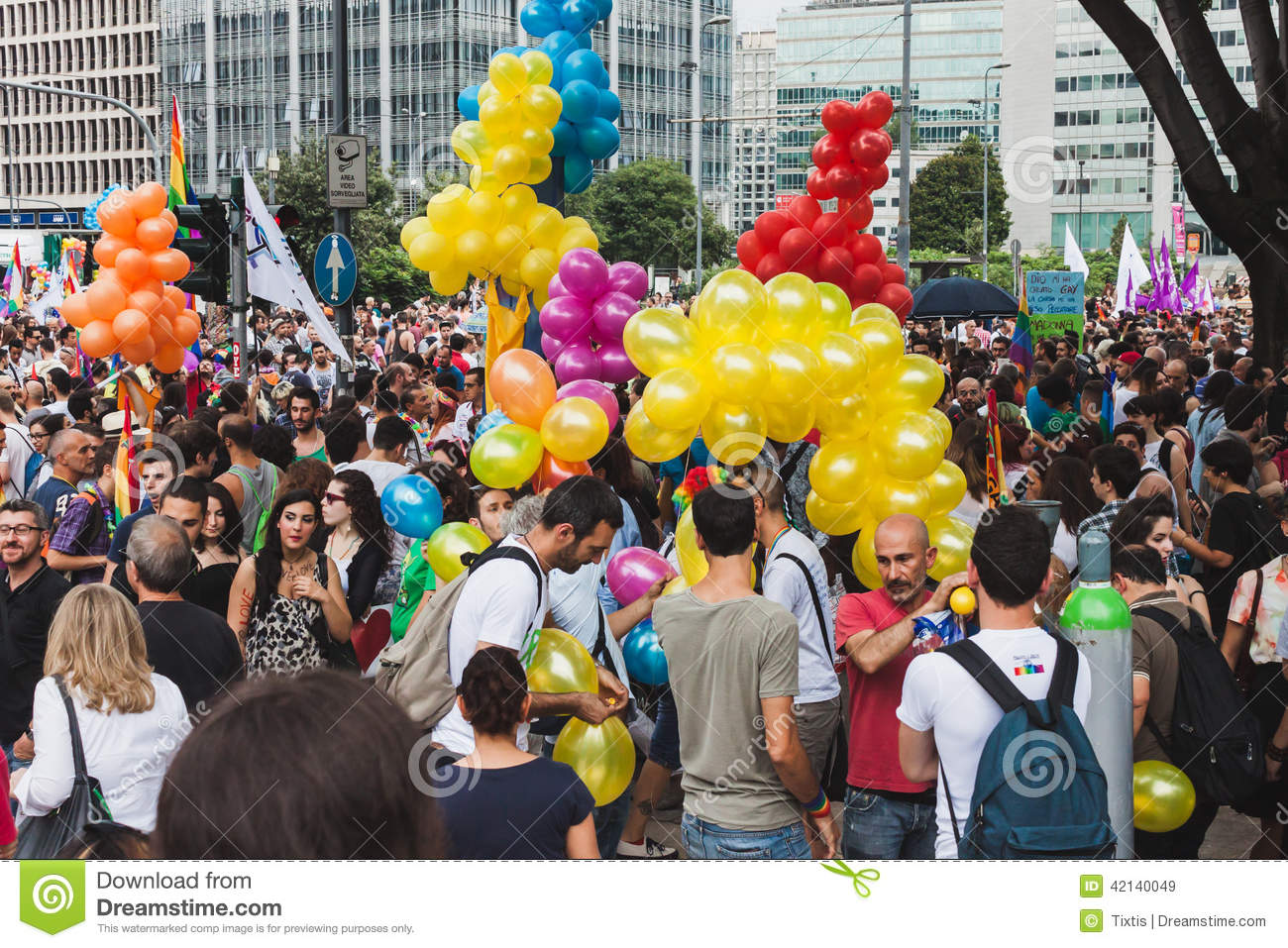 People taking part in milano pride 2014 italy editorial for Design parade milano
