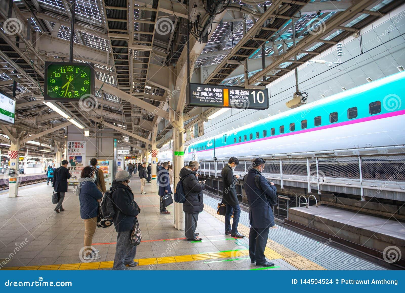 People waiting for Shinkansen bullet train