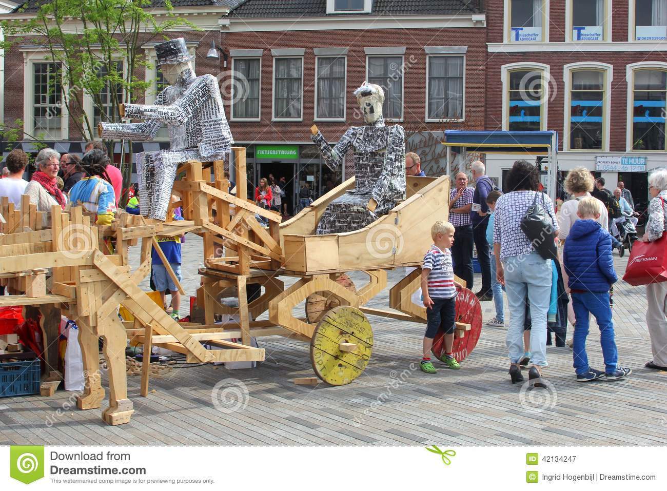 #30426A23517824 Families Have Fun At The Yearly Steet Festival Leeuwarden Netherlands  Meest recente 2e Hands Design Meubels Friesland 691 pic 1300957691 Ontwerp
