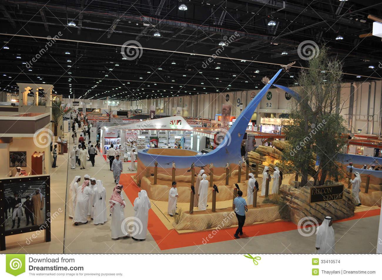 Peoples near falcon centre at abu dhabi international for Hispano international decor abu dhabi