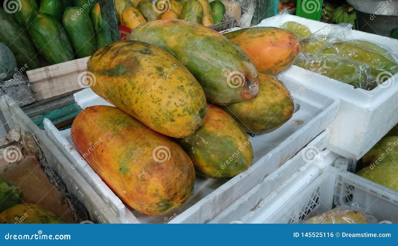 Pepaya, плоды папапайи которое готово съесть