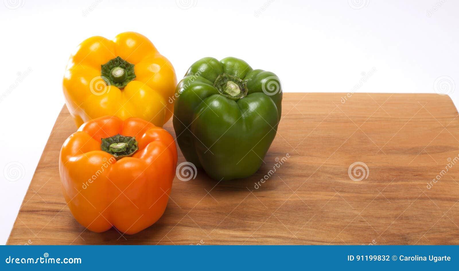 Peperoni colore rosso colore giallo arancio verde for Oggetti di colore giallo