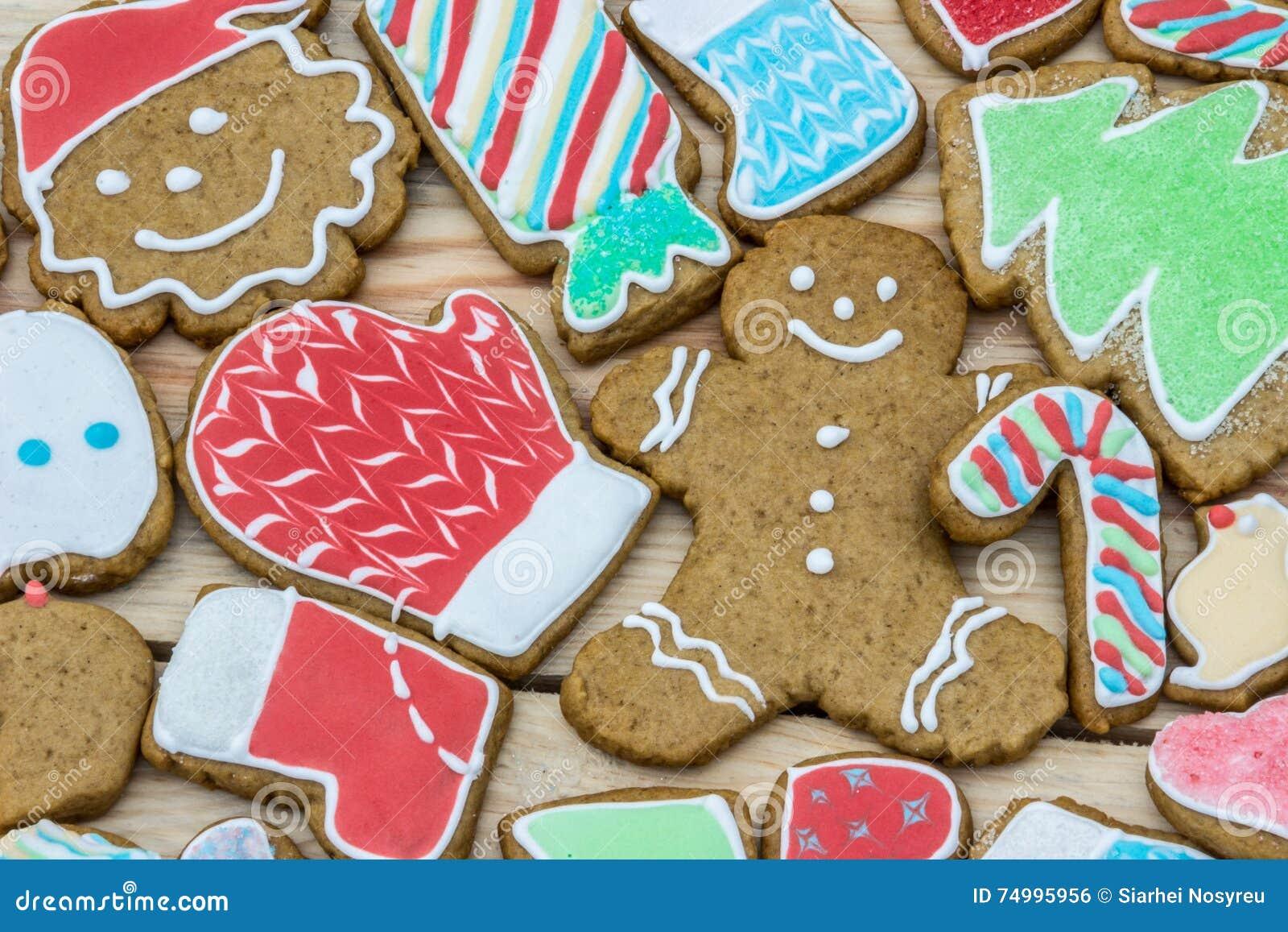 Pepparkakor dekoreras för det nya året och julen (kan användas som kort),