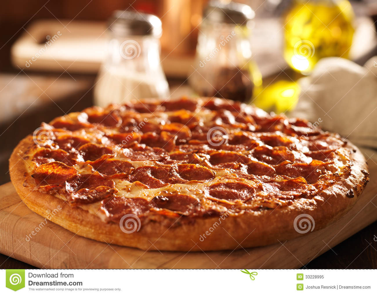 Pepperoni pizza at restaurant stock image image 33228995 for Table a pizza