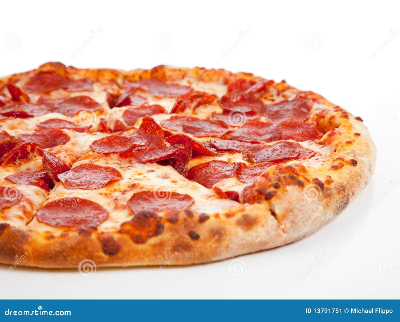 Pepperonipizza auf einem weißen Hintergrund