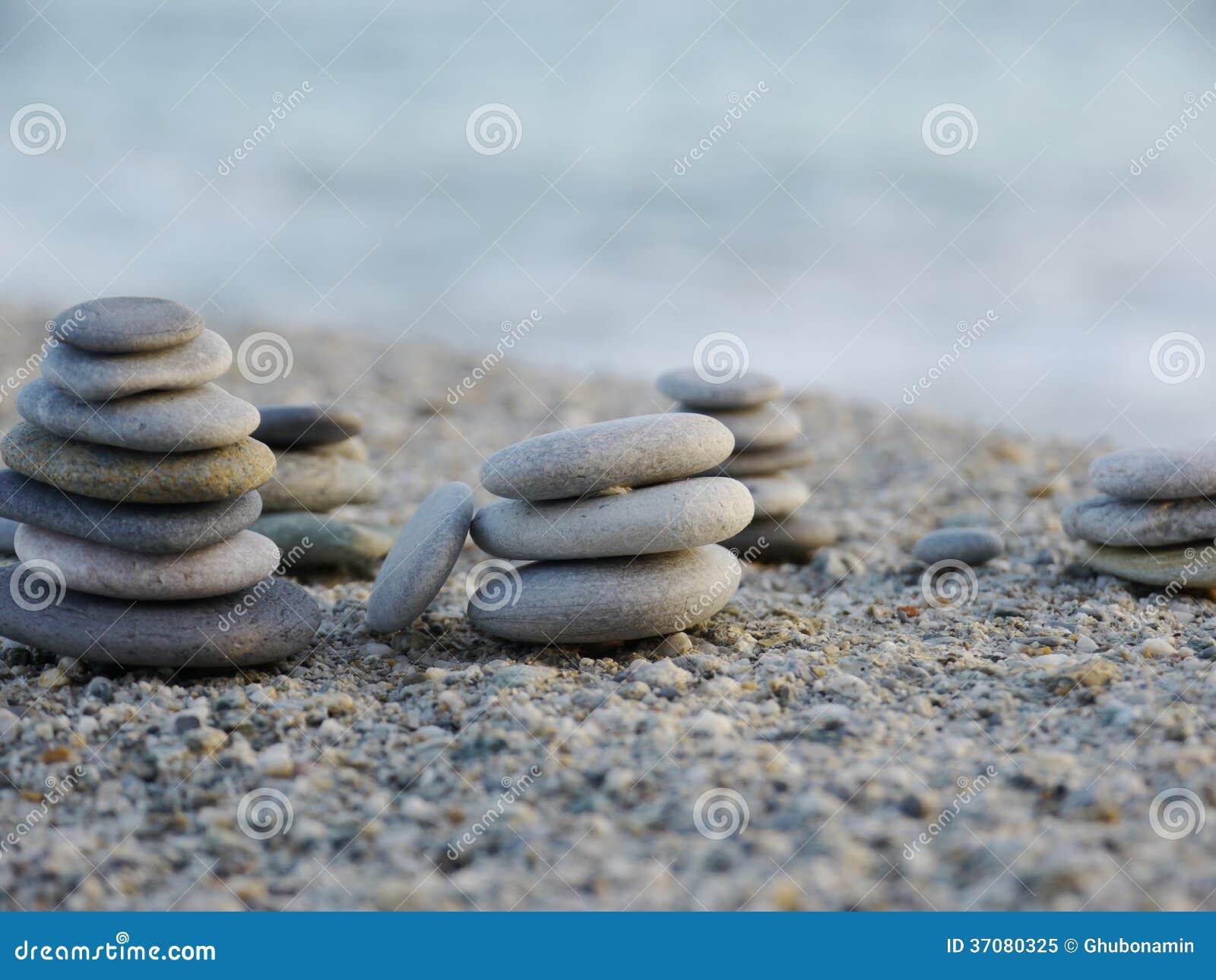 Download Pepple równowagi plaża obraz stock. Obraz złożonej z błękitny - 37080325