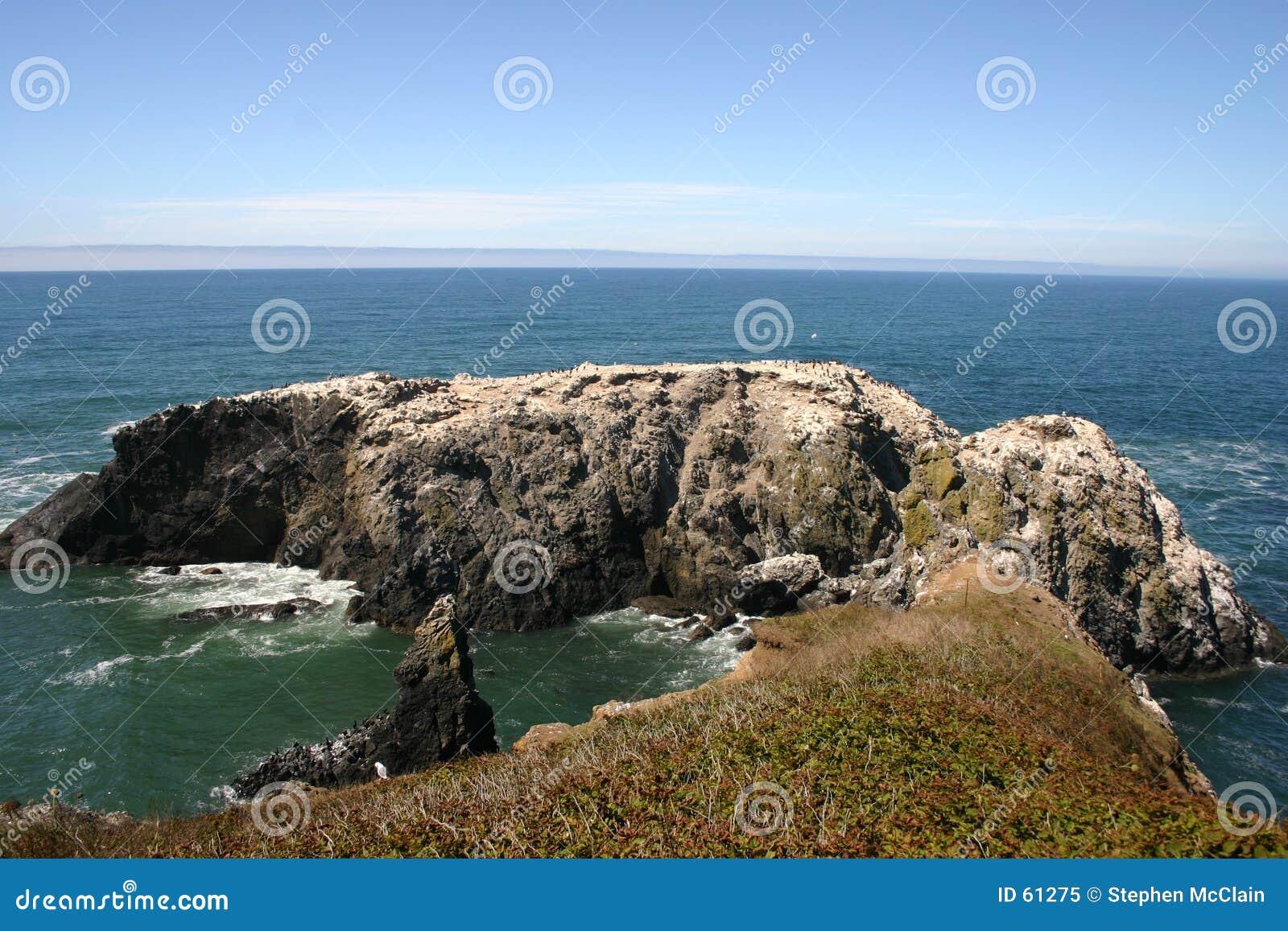 Pequeña península de la roca