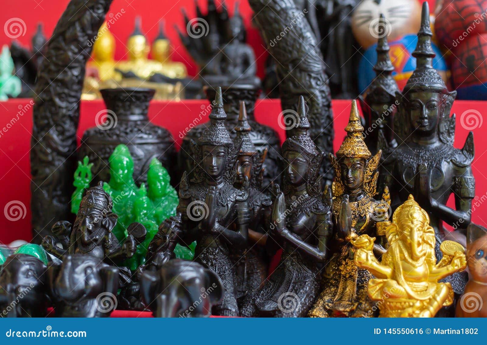 Pequeñas estatuillas de Buda