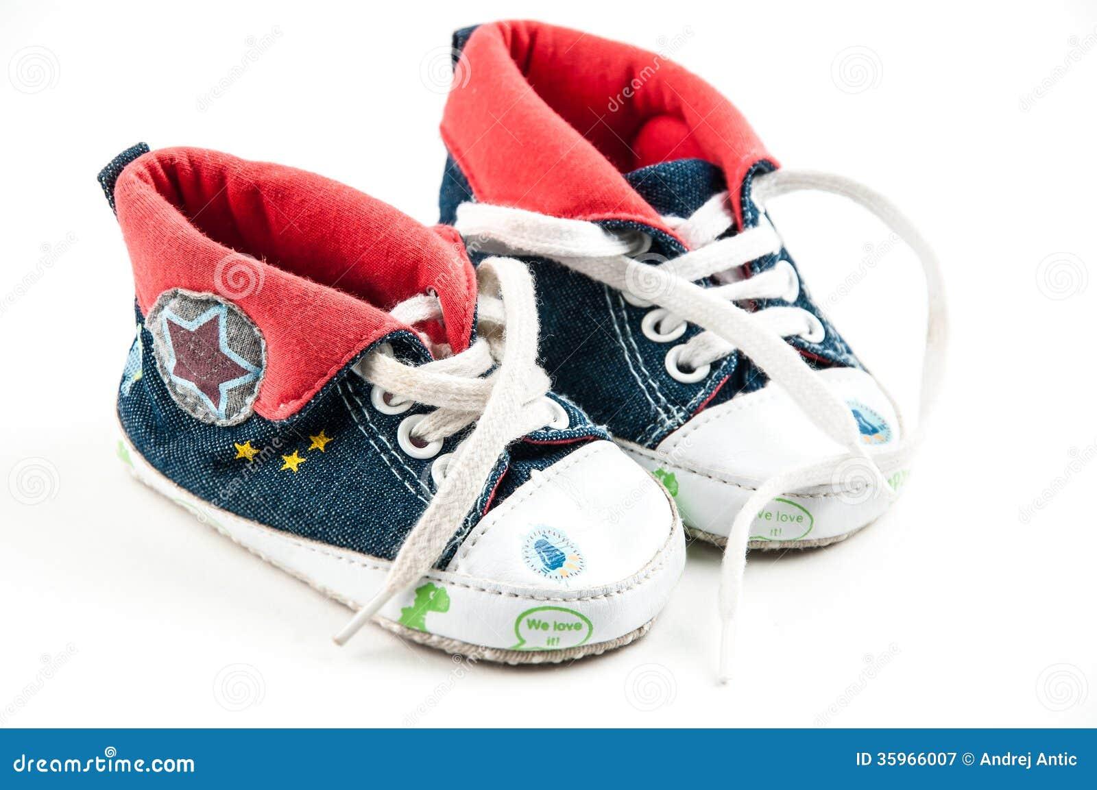 Pequeñas zapatillas de deporte