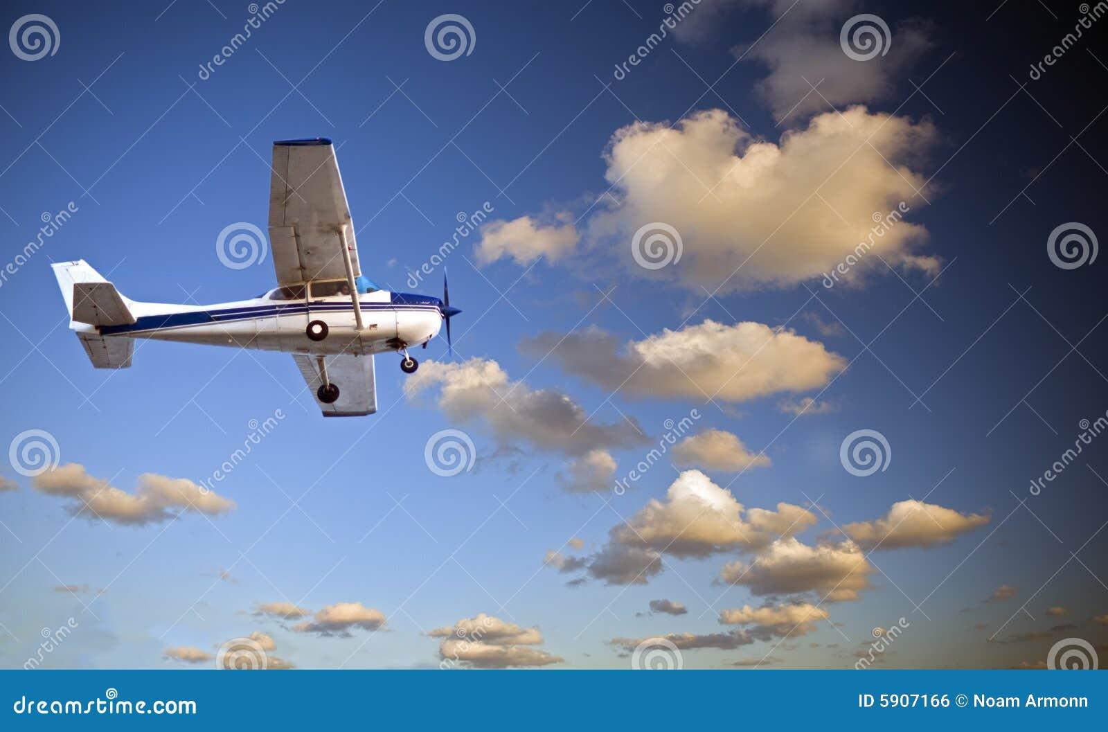 Pequeño aeroplano