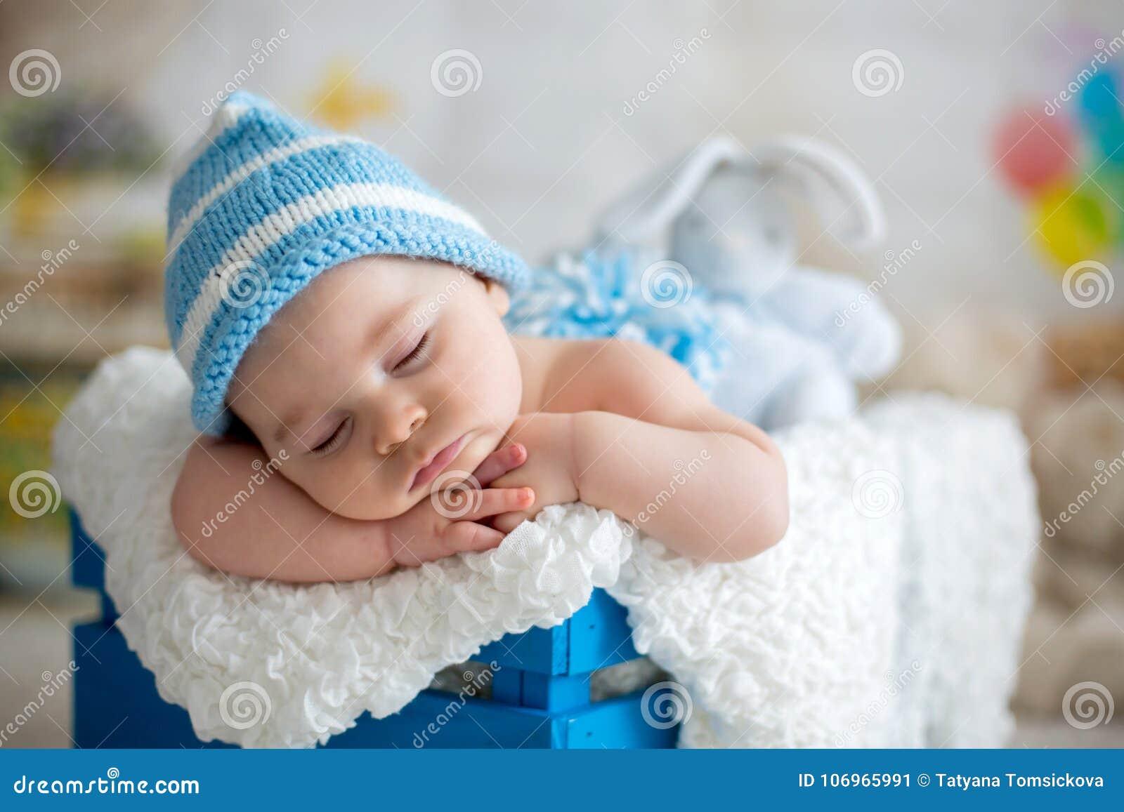 Lujo Patrones Que Hacen Punto Libres De Los Sombreros Del Bebé Con ...